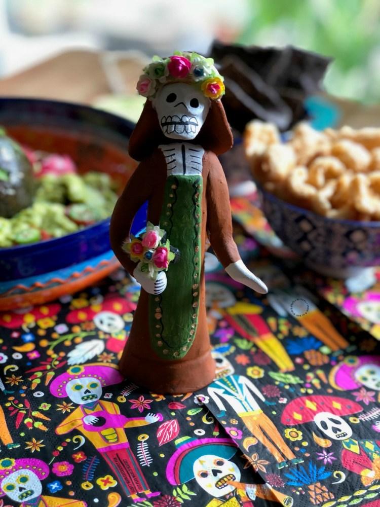 Nuestro menú del día de muertos incluye guacamole con calaverita