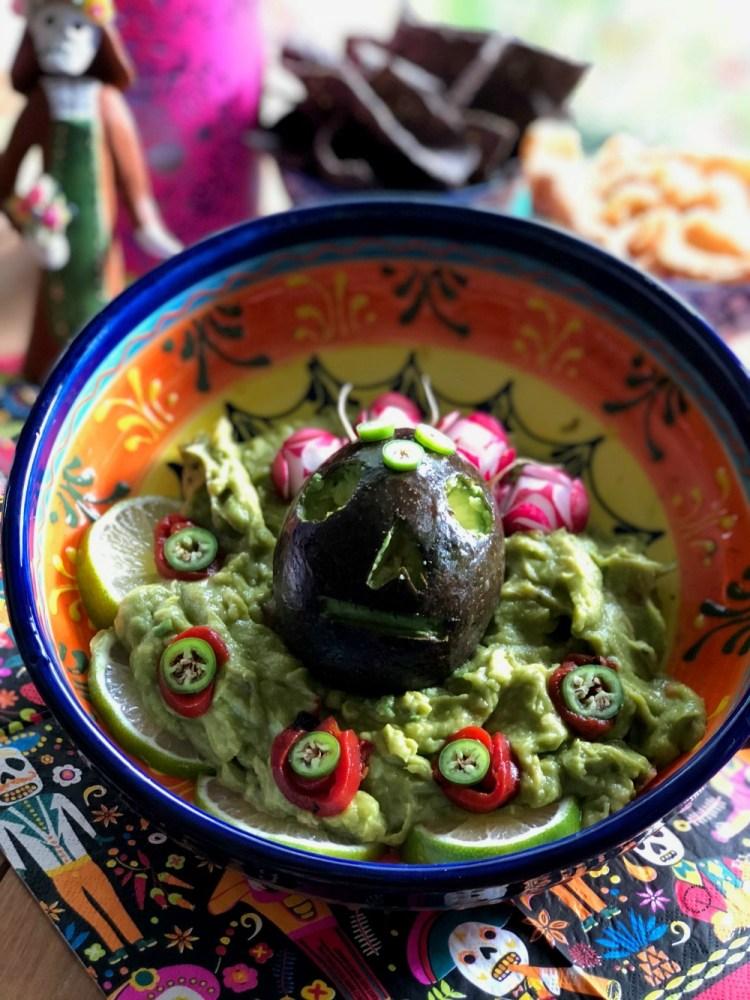 Prepara este Guacamole con Calaverita para tu festín de día de muertos