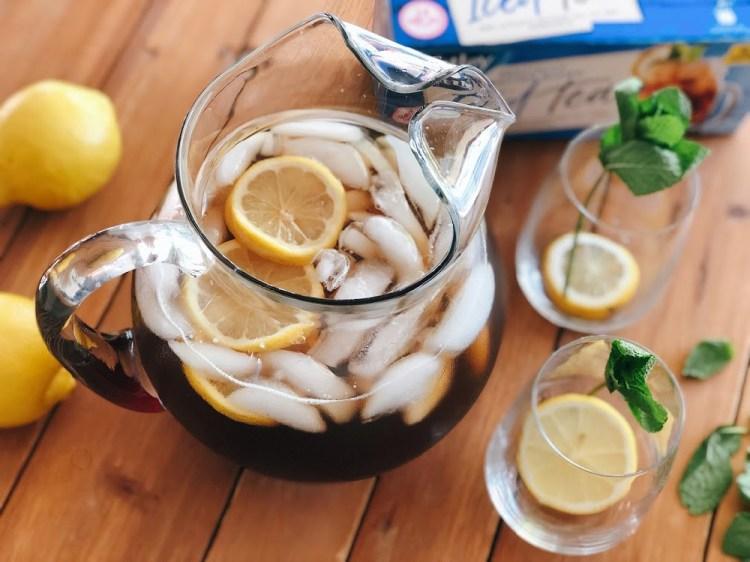 Prepara una jarra de Tetley Tea para tu familia