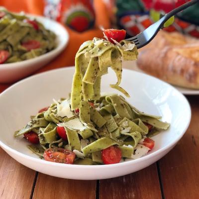 Tallarines Verdes con Tomates Floridanos