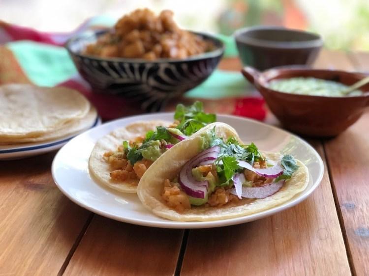 Tacos de Picadillo Veganos con colinabo guacamole