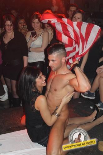 adriano show stripteaseur