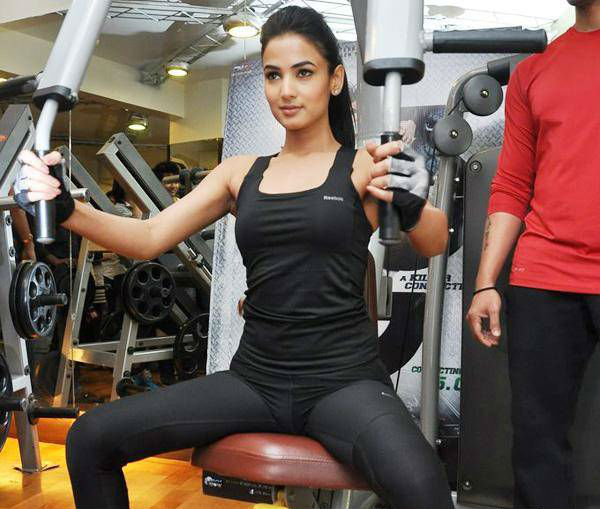 sonal chauhan in gym
