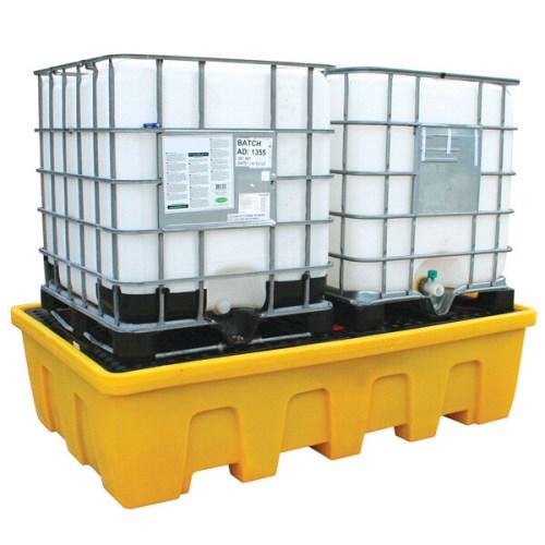 Διπλή Λεκάνη Συλλογής Διαρροών για IBCs κατάλληλα σχεδιασμένη για να συλλέγει διαρροές και σταγονίδια από 2 IBC παλετοδεξαμενές αποθήκευσης λαδιών και χημικών και να εμποδίζει την εξάπλωση των ρύπων στο δάπεδο και σε συστήματα αποχέτευσης.