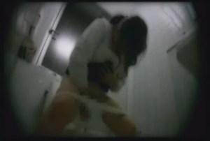 盗撮道の無料エロ動画で盗撮動画をお見せします‼熟女セーラー服やトイレ盗撮も