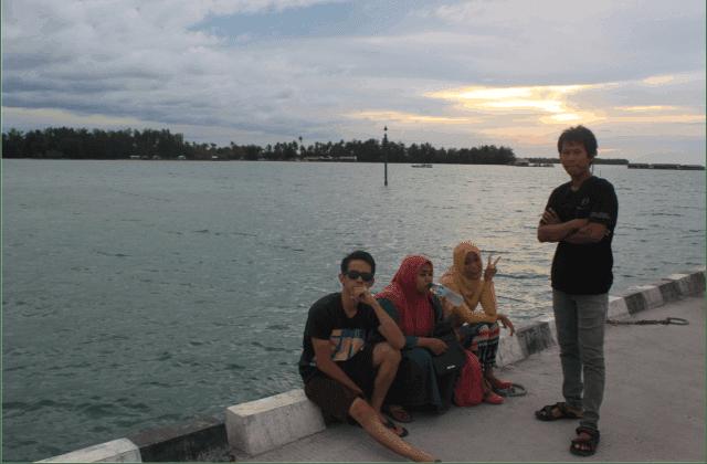 Menikmati Sunset Di Pulau Karimun