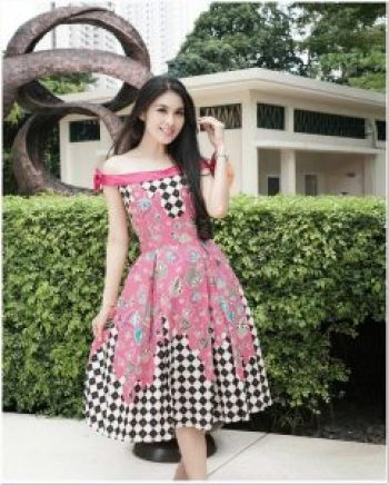 Model dress artis batik elegan