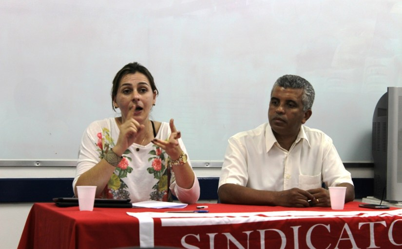 Debate aponta democratização da comunicação como instrumento da luta docente