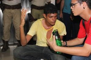 Davidson Brito, Militante do Coletivo Retomada (ANEL) foi agredido enquanto exigia emendas ao Projeto de Auxílio a Permanência Estudantil. Foto: Ascom ADUNEB