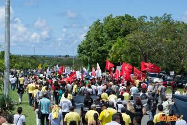 Cerca de 1200 pessoas estiveram protestaram no Centro Administrativo. foto: Ascom ADUSB