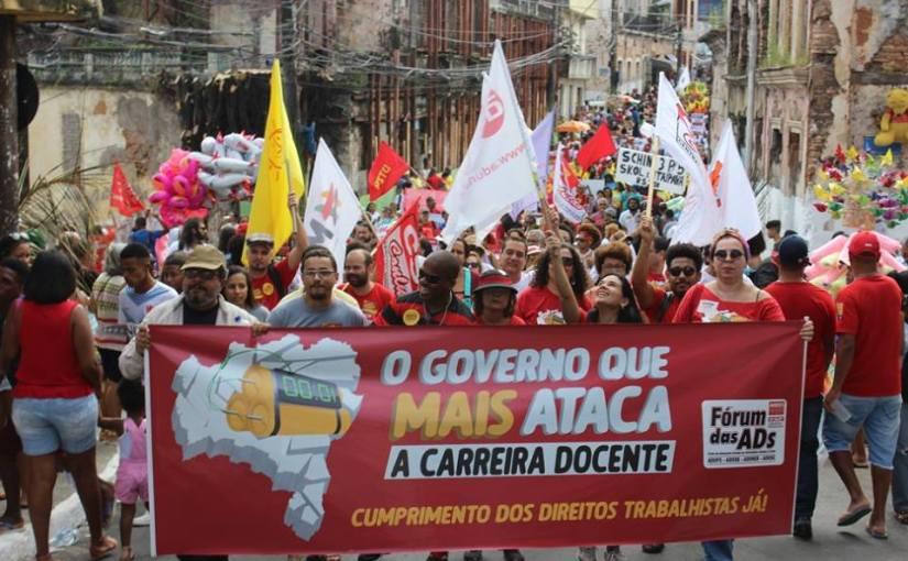 Movimento Docente protesta no cortejo 2 de Julho em defesa dos direitos