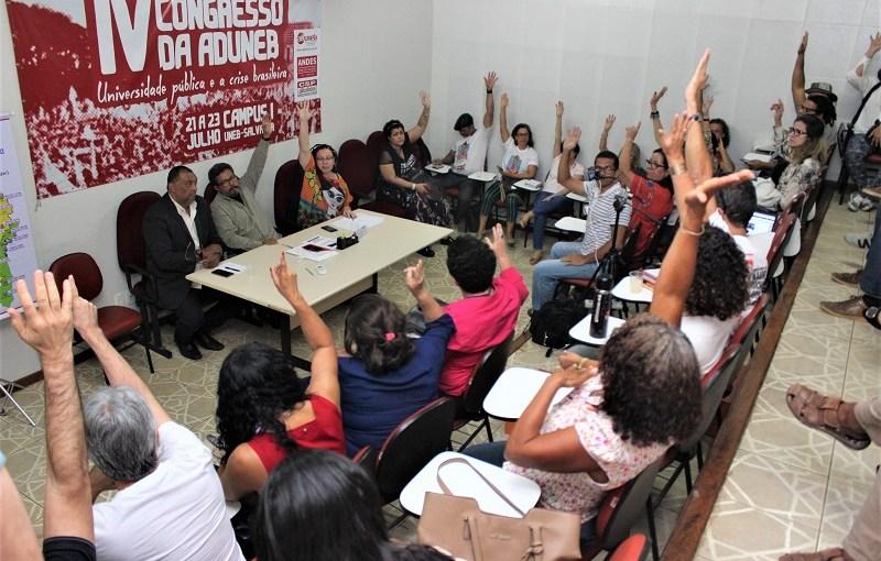 COM A PRESSÃO DO MOVIMENTO DOCENTE, GOVERNO DA BAHIA RECUA NO CORTE DE SALÁRIO