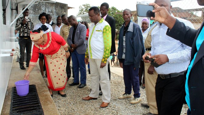 ADRA officially opens first water kiosk in Mozambique