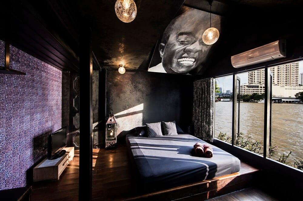 Loy La Long Hotel Black Room