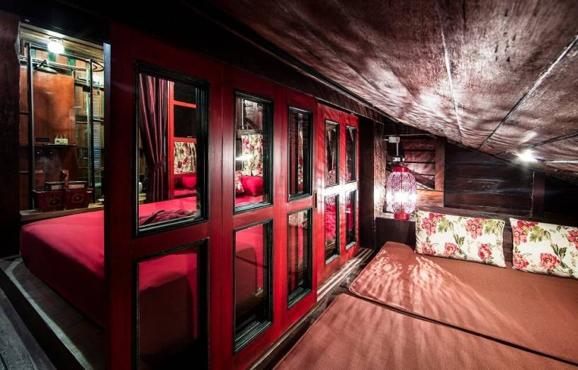 The Red Room - Loy La Long Hotel - Bangkok, Thailand