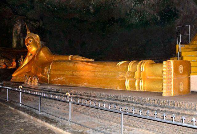 Wat Suwannakuha in Phang Nga