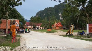Wat-Tam-Pan-Turat-Khao-Sok-Temple-entrance