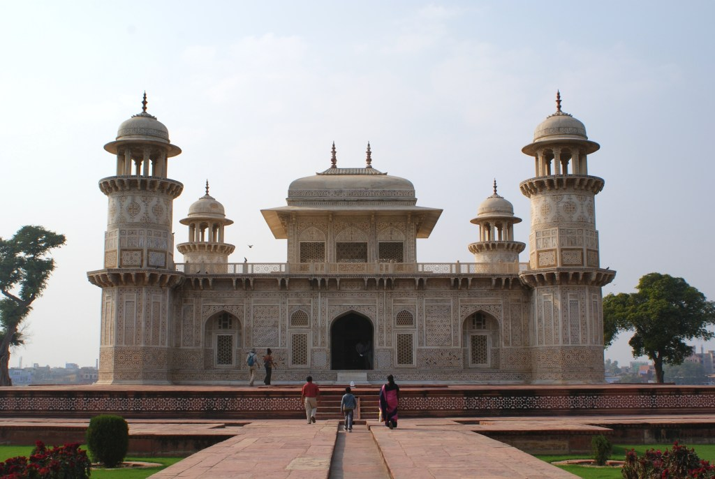 The much less crowded Tomb of Itimad-ud-Daulah (Baby Taj).
