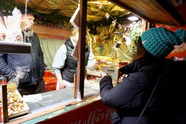 langos-christmas-market-vienna