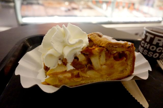 what to eat in amsterdam apple pie
