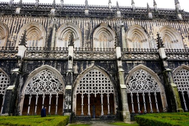 hiring a car in portugal batalha monastery