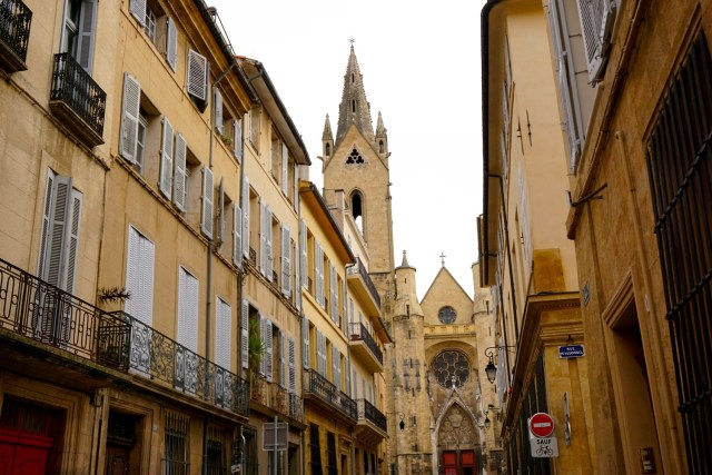 aixe-en-provence france local walking tour