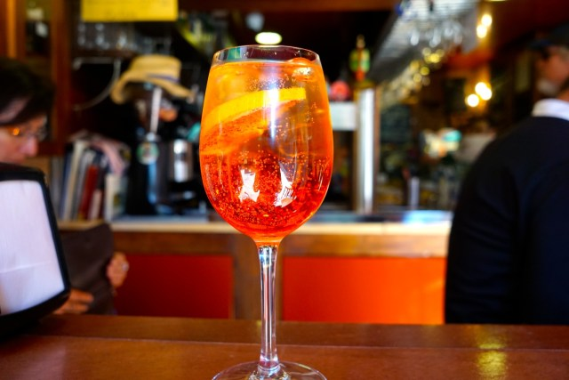 aperol spritz what to eat in italy
