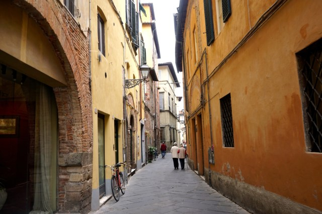 the best day trips from florence lucca