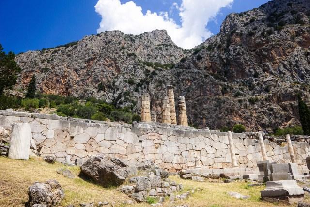 delphi meteora two day tour athens