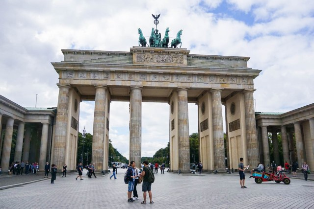 what to do in berlin brandenburg gate