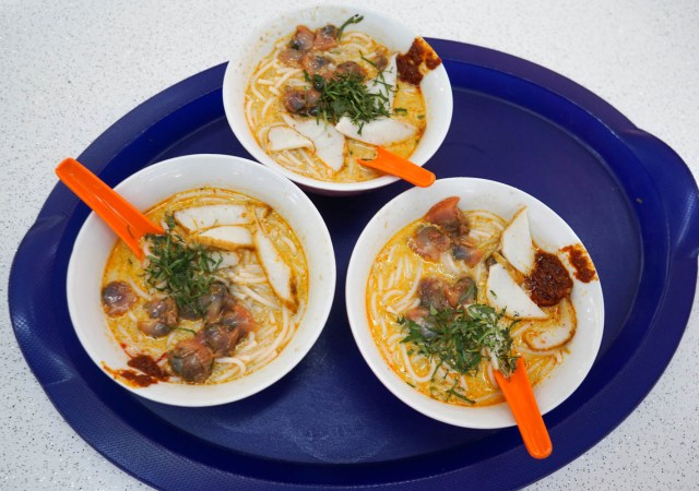 what to eat in singapore hawker hall food crawl sungei road curry laksa