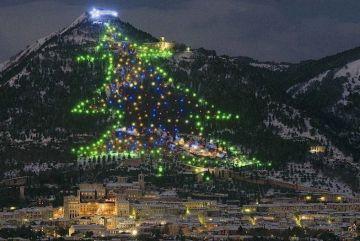 worlds-largest-christmas-tree-gubbio-italy