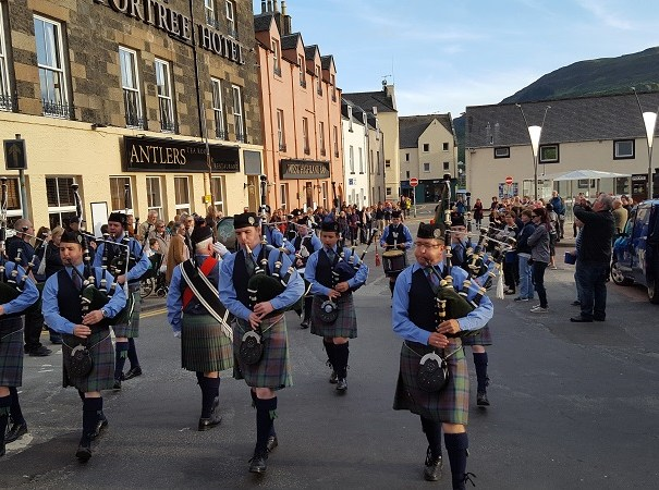 Skye pipe band in action (©Tom)
