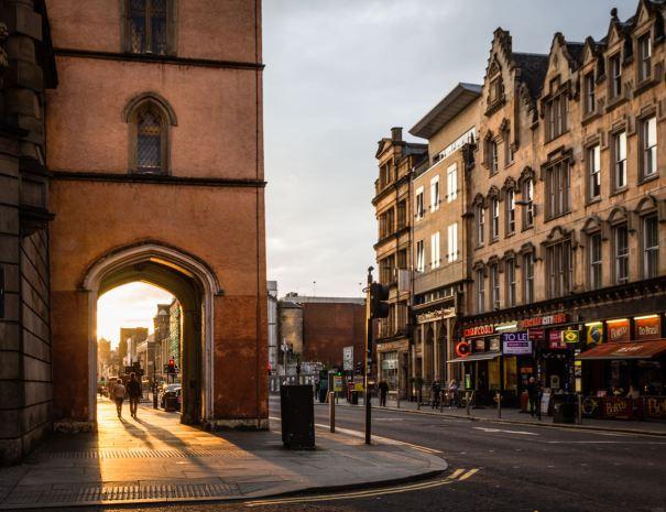 Argyle Street Sloans (©Leading Lines)