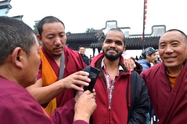 Monks selfies