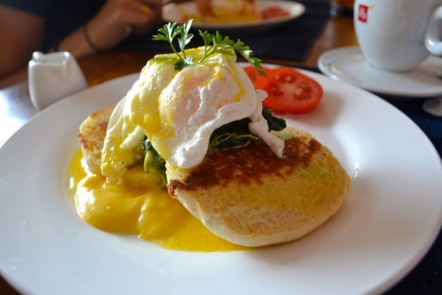 Mad Monkey eggs Benedict