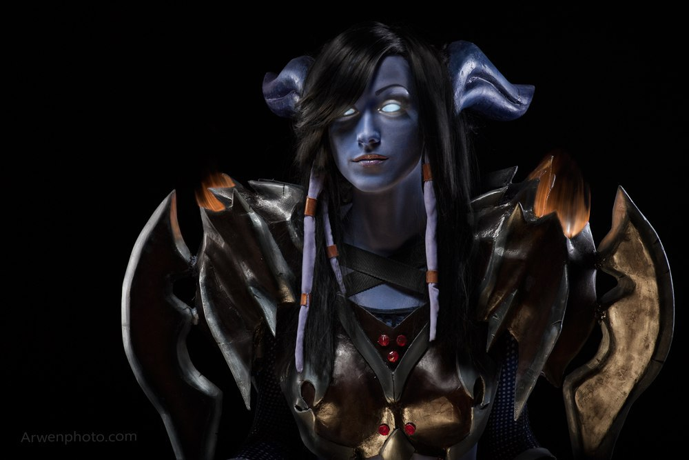 World of Warcraft Draenei Warrior Cosplay by Feyische