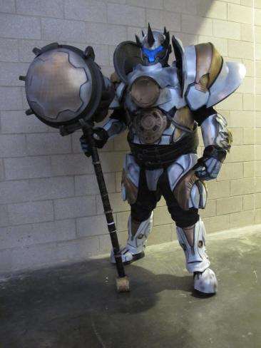 reinhardt-cosplay-by-thatgearsguy-2