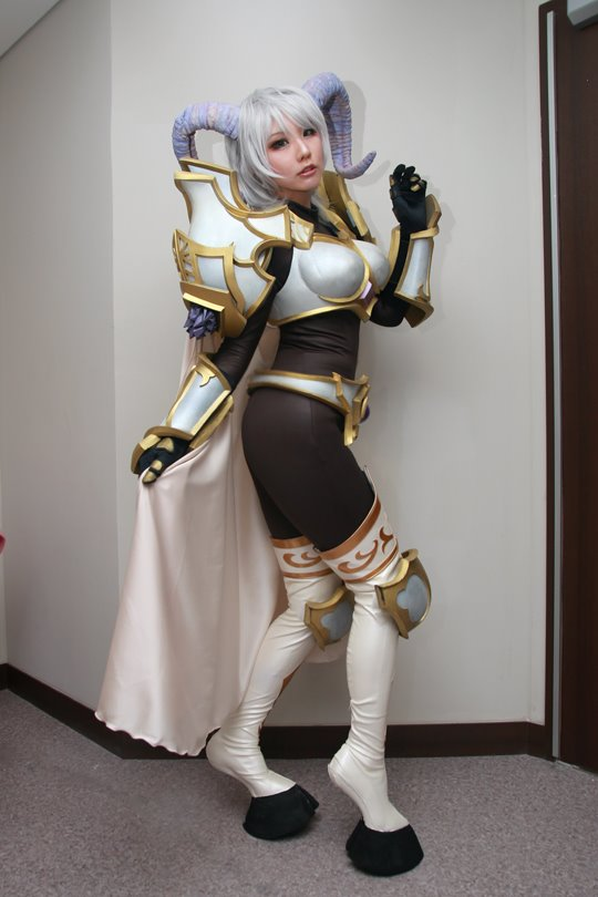 world-of-warcraft-yrel-cosplay-by-sinme-5