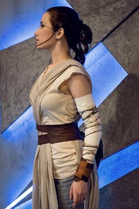 star-wars-the-force-awakens-rey-cosplay-by-narga-3