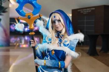 dota-2-crystal-maiden-cosplay-by-akina-gasai-14