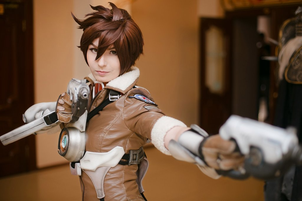 Overwatch: Tracer cosplay by Alina Lodunova