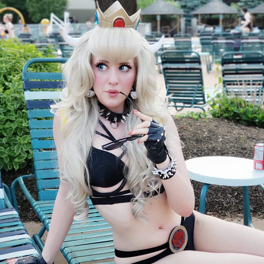 Bowsette cosplay by Tina Kinz