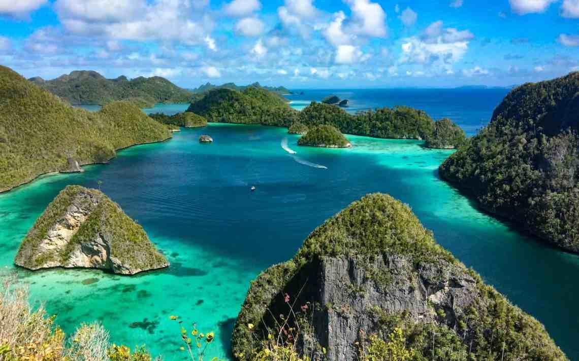 Spice Islands & Raja Ampat   Coral Triangle   AdventureSmith Explorations