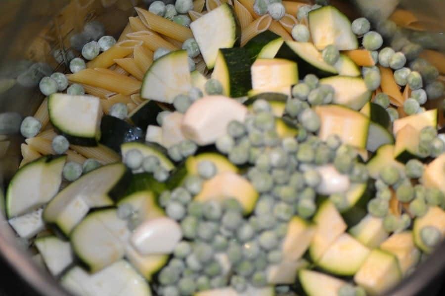 Creamy Garlic and Veggie Pasta