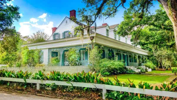 Take a tour or spend the night at America's most haunted home. A great date for friends or couple to see their fears and explore the history of an olden plantation
