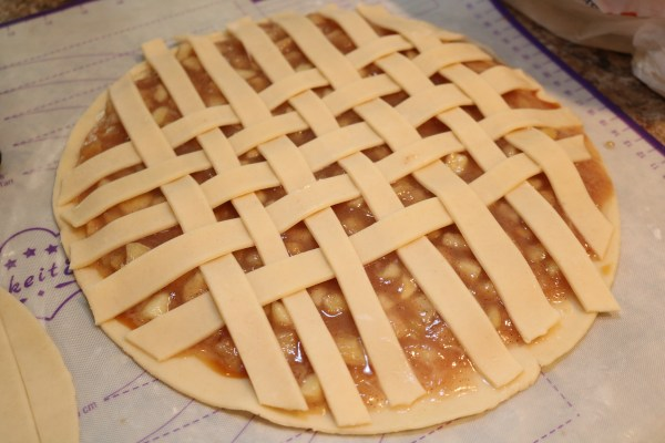 adding a lattice on top of an apple pie cookies