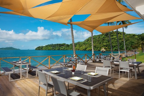 Barefoot Grill is connected to Seaside Grill and offers a variety of foods from the grill like hotdogs, hamburgers and quesadillas. Enjoy the views as you enjoy your delicious food.