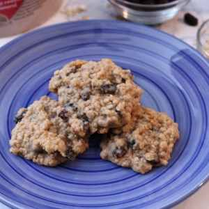 Soft, deliciously chewy oatmeal raisin cookes are a classic family favorite! These cookies are packed with oatmeal, sweet raisins and a dash of cinnamon. - adventuresofb2.com