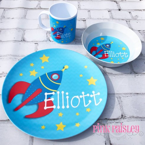 personalized kid plate set are a great gift for your niece or nephew. A unique gift idea that make dinner time fun again. #christmas #etsy #giftidea #kidgift